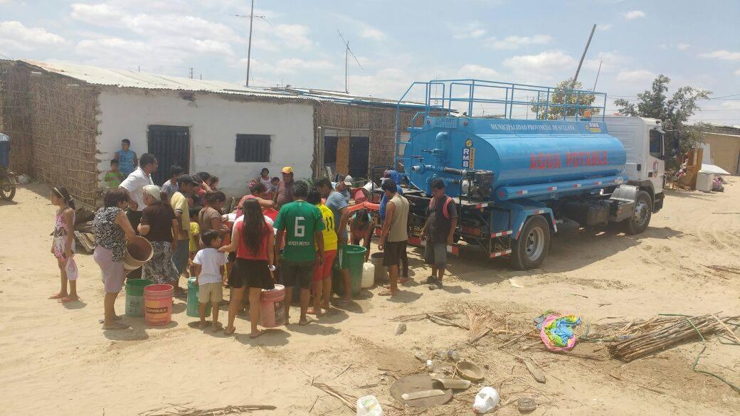 En el Perú, el 12.2% de los hogares carece de acceso al agua por red pública y se abastece por medio de camiones cisterna, según el INEI.