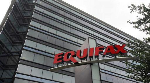 Jefe ejecutivo de Equifax anuncia repentino retiro tras hackeo