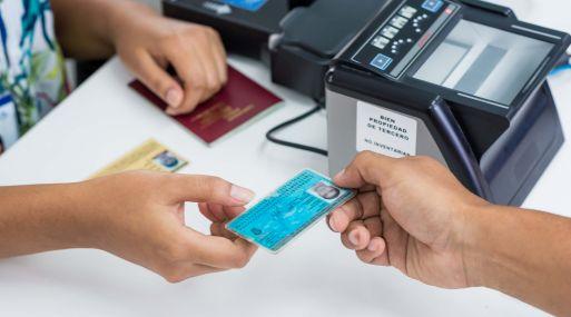 Frente a la proximidad de viajes de promoción de colegio y de fin de año, la entidad recomienda tramitar el pasaporte con anticipación.