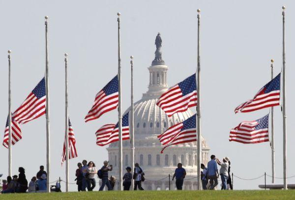 Banderas a media asta por tiroteo en Las Vegas - Noticias de