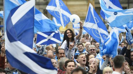 El partido de Sturgeon perdió más de un tercio de sus escaños parlamentarios en las elecciones británicas de junio luego de equivocar el momento de una nueva iniciativa para votar la secesión. Luego postergó el plan.