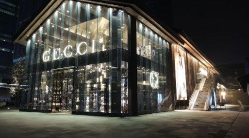 Otra famosa marca del lujo italiana, Armani, ya anunció en 2016 que no incluiría más pieles en sus colecciones.