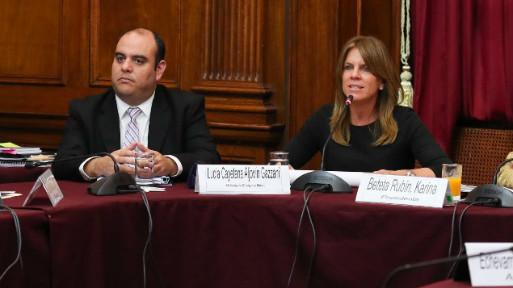 Ministra de Energía y Minas, Cayetana Aljovín (derecha). (Foto: Difusión).