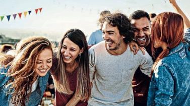 Derribando los mitos de los solteros: Ni más solitarios, ni menos felices
