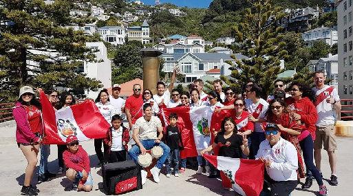 Imagen de algunos peruanos que viven en Nueva Zelanda y que también alentarán a la selección peruana.
