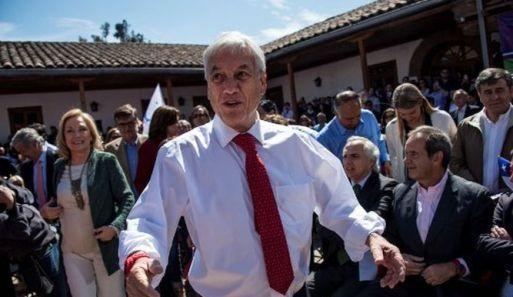 Piñera dijo que mantendrá la gratuidad para los estudiantes universitarios que ya la tienen, dando marcha atrás a su tentativa inicial de modificar esta medida, emblema del gobierno actual.