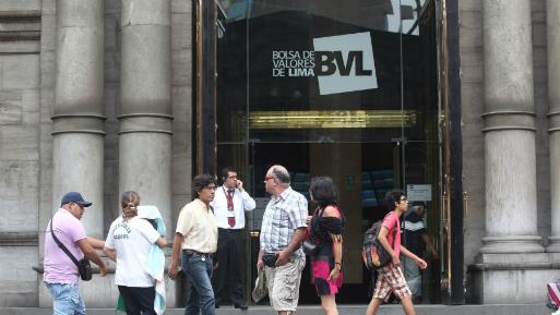 Cotizaron acciones de 49 empresas, de las que 21 subieron, 15 bajaron y 13 se mantuvieron estables (Foto: Andina).