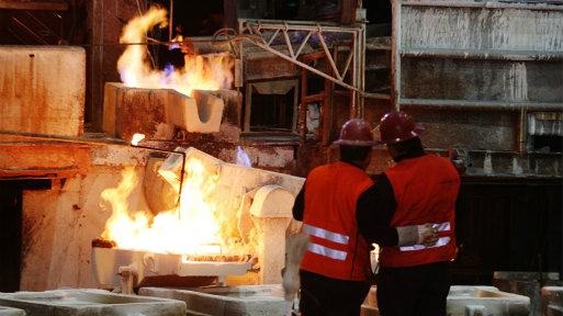 El cobre a tres meses en la Bolsa de Metales de Londres operaba con una baja de 0.6% a US$ 6,888 la tonelada.