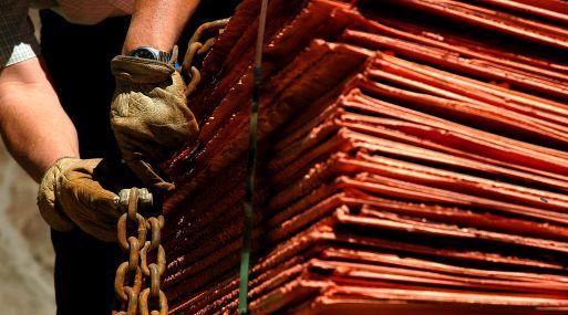 A las 1135 GMT, el cobre referencial en la Bolsa de Metales de Londres subía un 0.8%, a US$ 6,949.50 por tonelada.