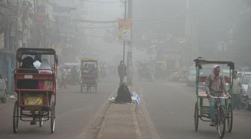 Nueva Delhi se asfixiaba el miércoles por segundo día consecutivo en una nube de contaminación. (Foto: AFP)