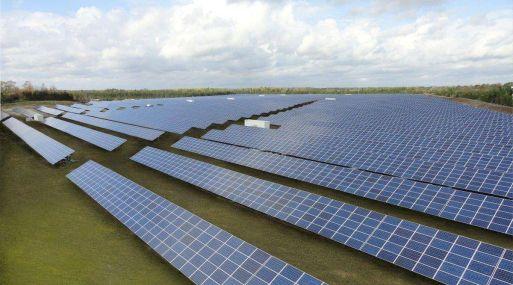 """""""Simplemente no hay suficiente polisilicio en China"""", dijo Carter Driscoll, analista que cubre compañías solares para FBR & Co."""