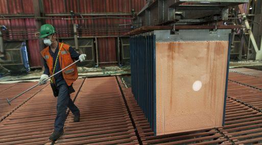 Los precios del cobre ganaron un 1.2% a US$ 6,909 por tonelada. (Foto: Reuters)