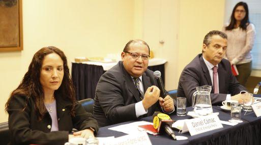 Rosa María Flores Araoz de Kallpa; Daniel Cámac de Engie y Carlos Temboury de Enel Perú en conferencia de prensa. (Foto: Manuel Melgar)
