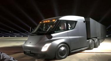 Tesla presenta camión eléctrico y el deportivo