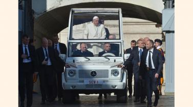 Papa Francisco. Los vehículos que usa y otros lujosos que guarda el garaje