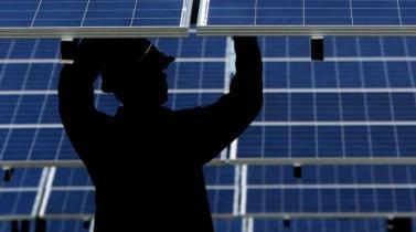 La industria solar empleaba unas 260,000 personas el año pasado. (Foto: Bloomberg)