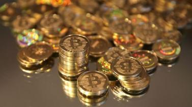 Bitcoin llega a un máximo y pasa la barrera de los US$ 8,000 por primera vez