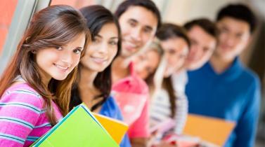 ¿Cuáles son las regiones con mayor número de estudiantes en carreras técnicas?