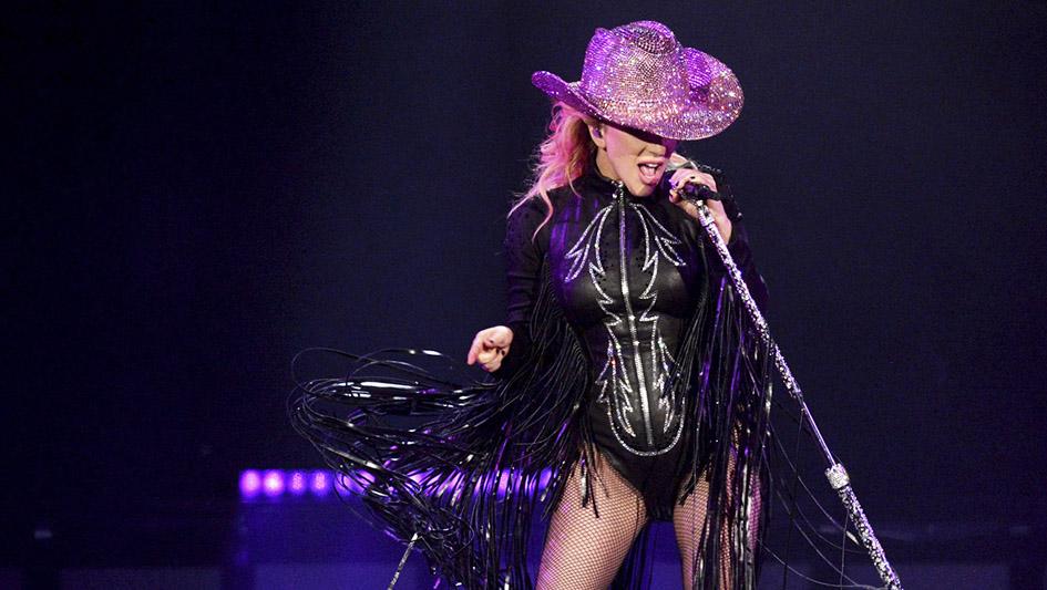 3. El uso de Deezer hubieseevitado el fracaso que para la cantante Lady Gaga representó su concierto en Lima en el 2012, espectáculo que convocó a un tercio de los espectadores que se tenía como objetivo.
