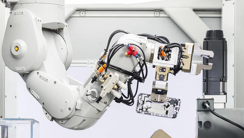 3.Apple ha creado a Daisy, robot capaz de desmontar nueve versiones diferentes del iPhone.