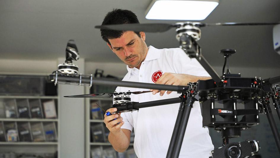 5.Robotic Air Systems, la compañía peruana que ha creado dos modelos de drones, orientados a: minería y seguridad.