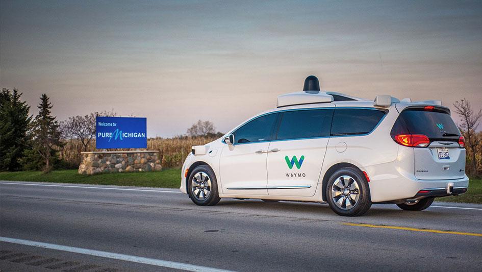 Waymo y Uber: Waymo (propiedad de Google) acusa la supuesta usurpación de 14,000 archivos que derivarían en la creación del vehículo autónomo de Uber.