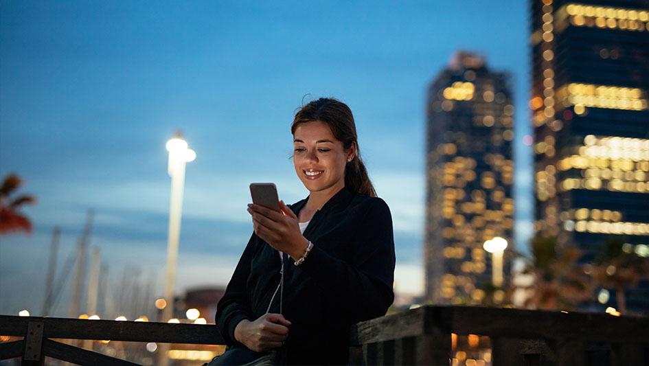 2. Experiencia digital 24/7. Ahora es posible contratar un seguro desde un smartphone, pero la operación no se concreta a menos que sea en horarios de oficina.